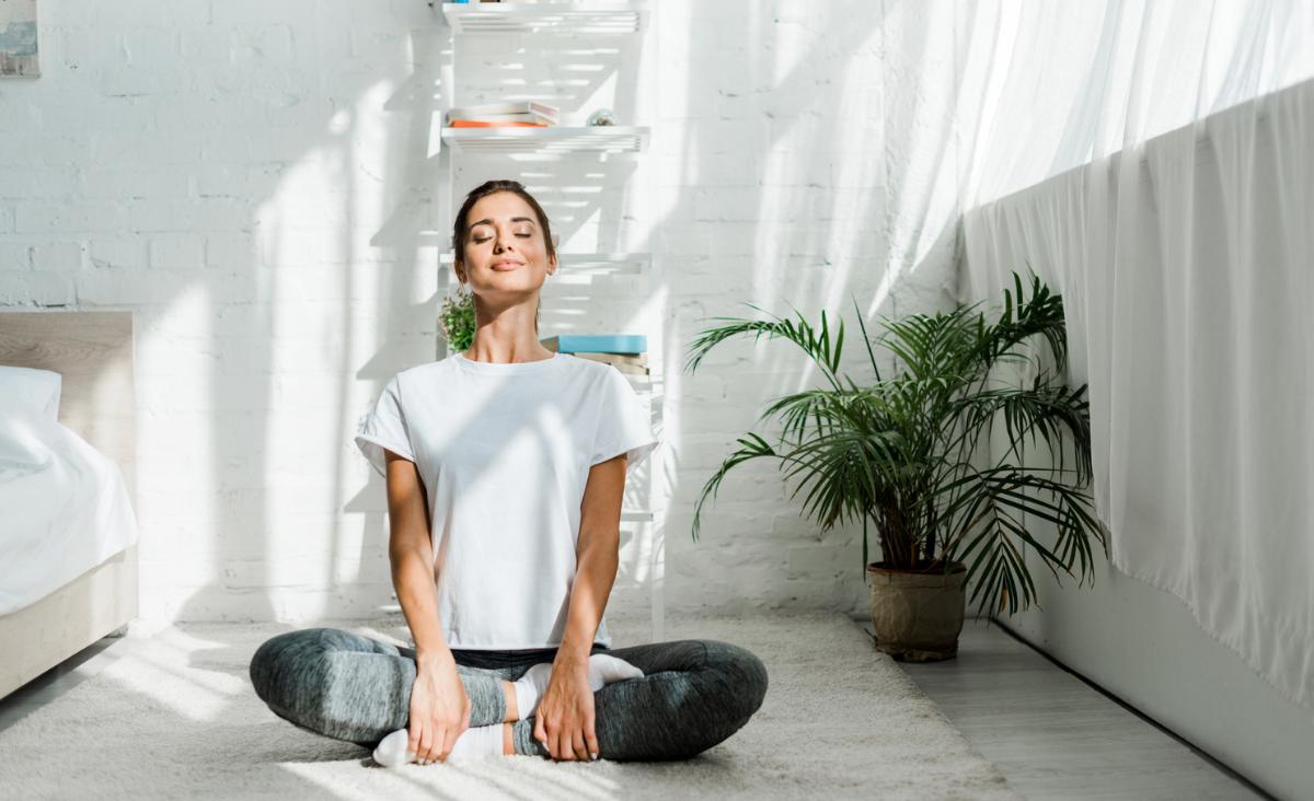 Joga hormonalna. Czy różni się od innych rodzajów jogi? Na co pomaga?