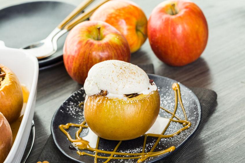 Pieczone jabłko z lodami