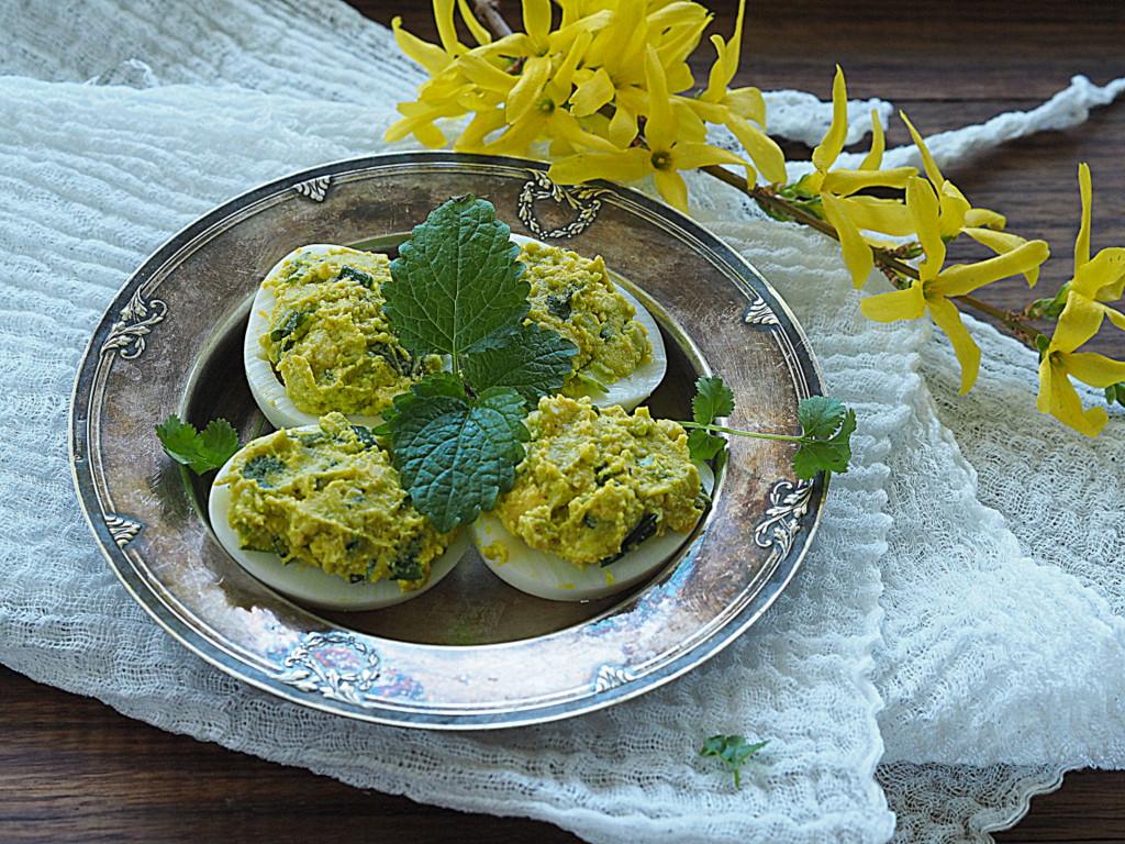 Jaja szczęśliwe faszerowane awokado i ziołami