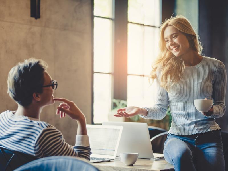Koledzy w firmie, partnerzy w życiu. Co zrobić, by wspólna praca nie szkodziła związkowi?
