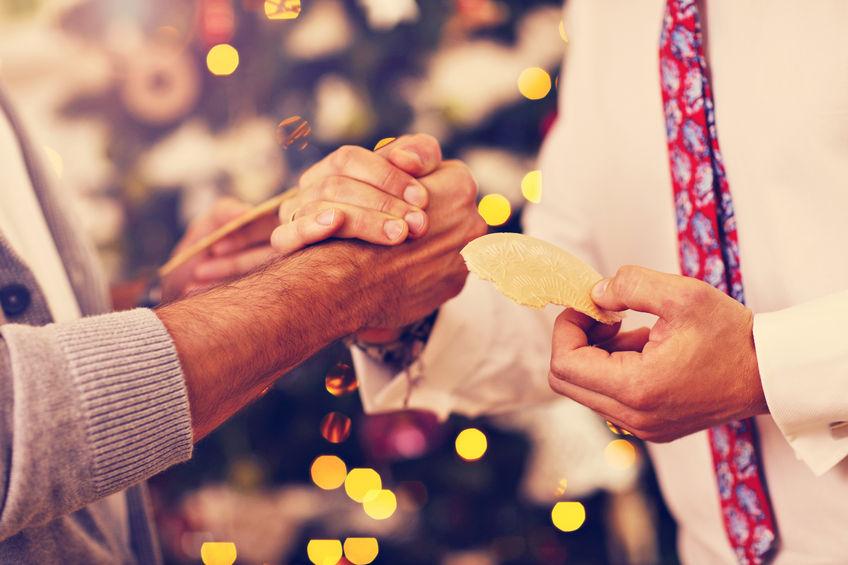Co oznacza tradycja dzielenia się opłatkiem?
