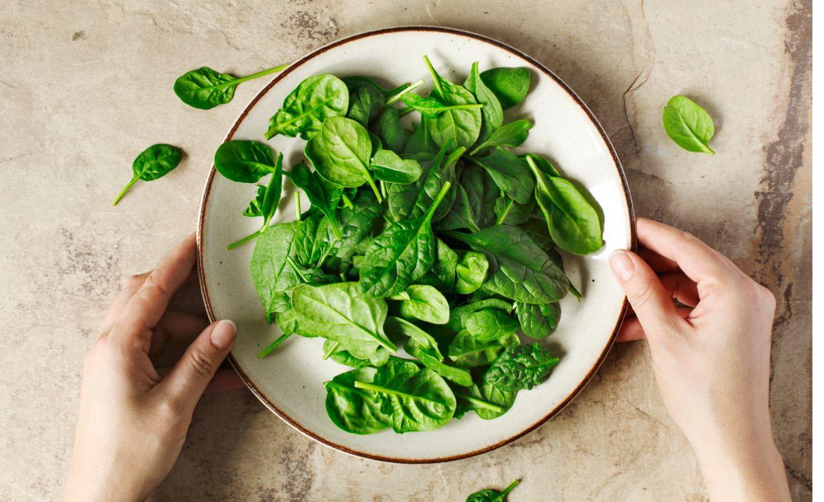 8 przepisów na dania i przekąski ze szpinakiem