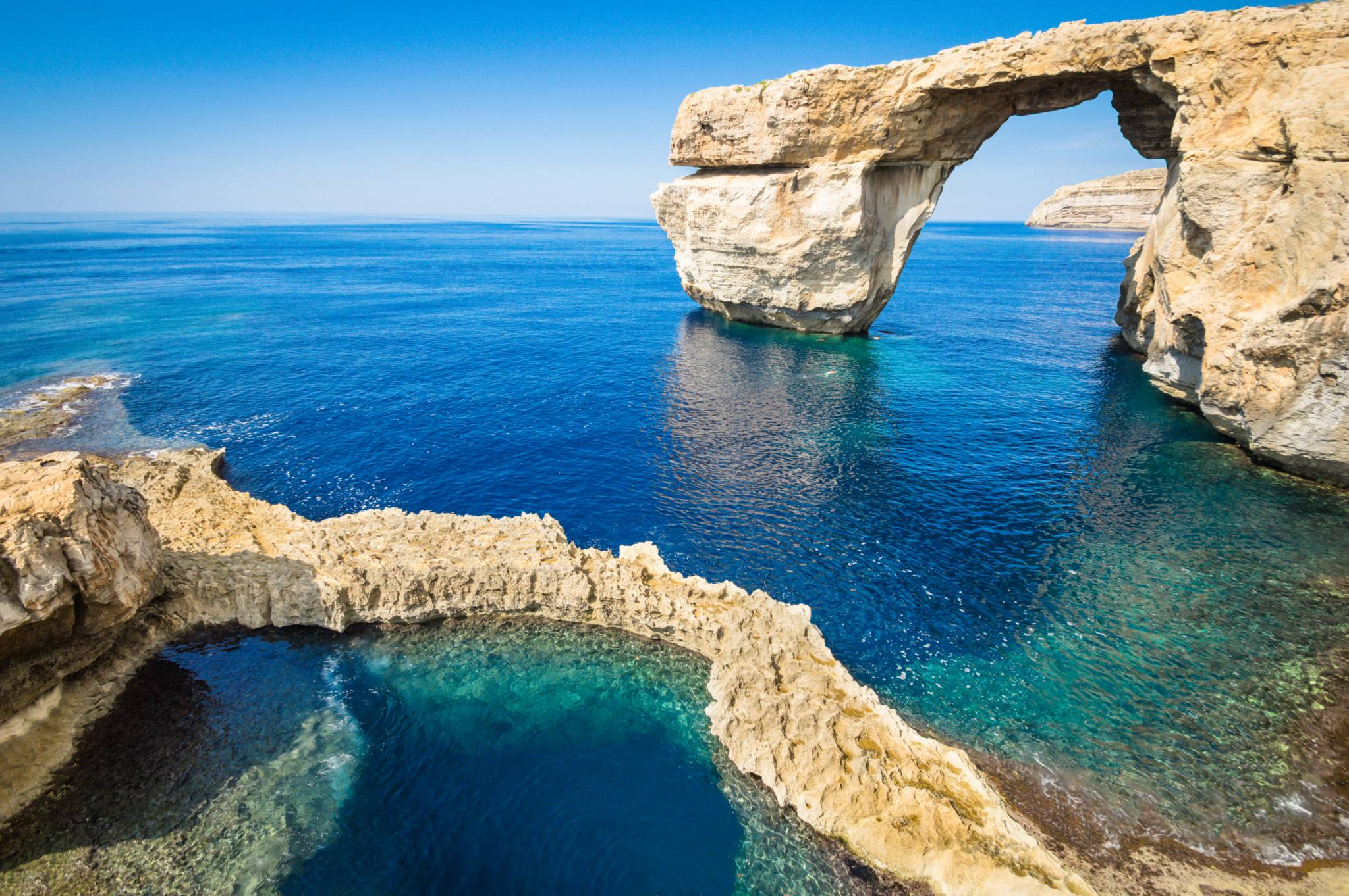 Nieistniejące już Lazurowe Okno - most skalny u wybrzeży wyspy Gozo, położony przy Dwejra. W 2017 r.podczas sztormu formacja skalna załamała się. (Fot. iStock)