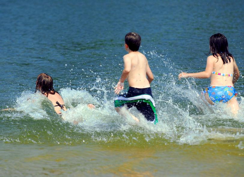 Bezpieczeństwo nad wodą podczas wakacyjnych podróży