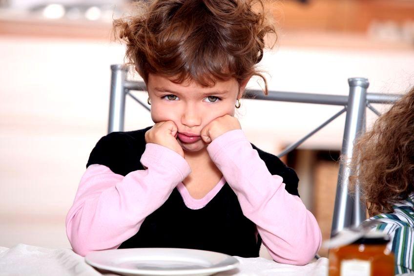 Wychowanie dzieci: jak postępować z naburmuszonymi dzieciakami