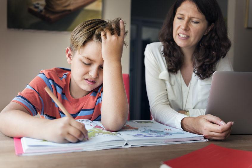 Ambitna mama: jak przekonać dziecko do nauki?