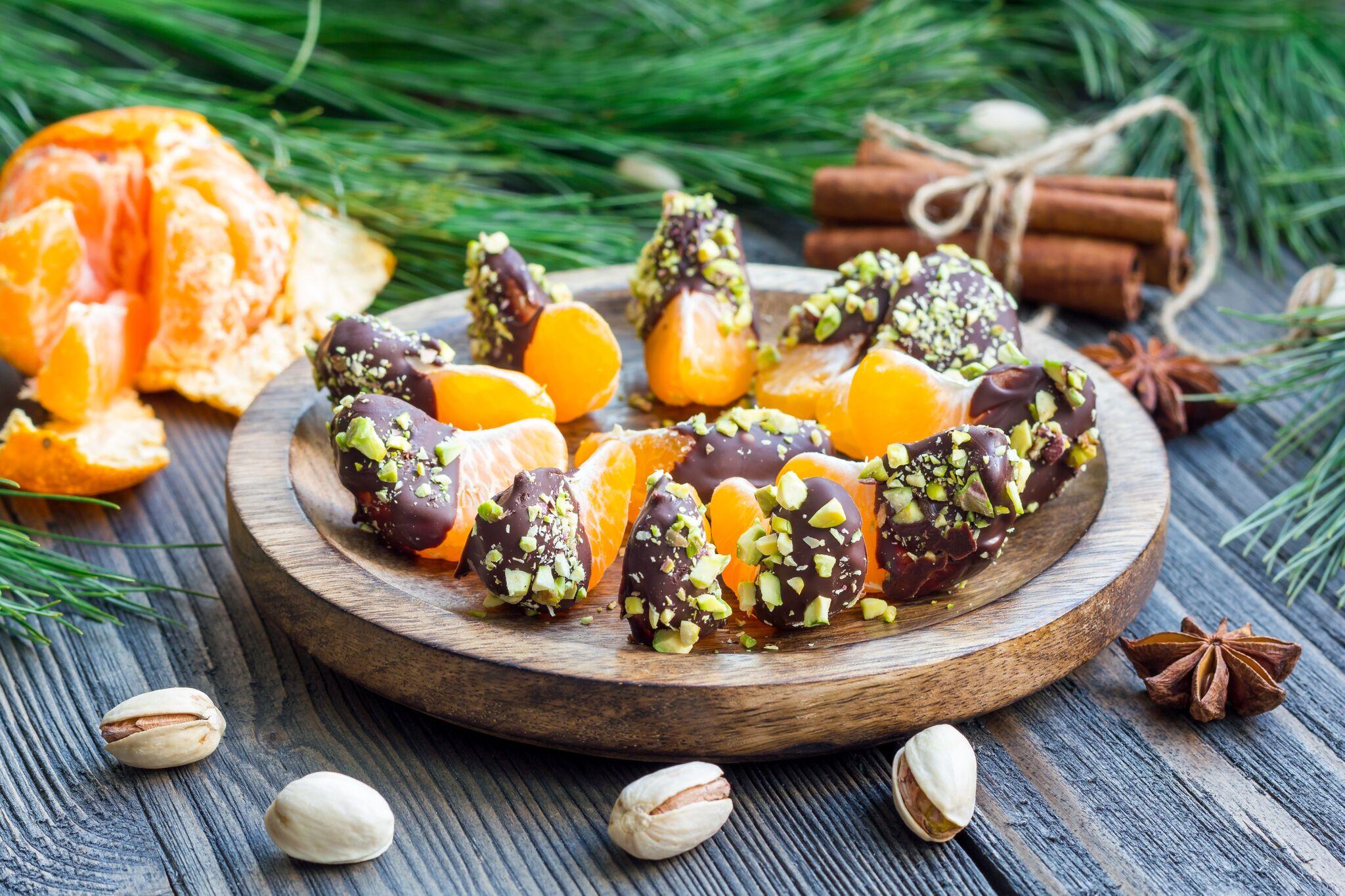 Przepisy świąteczne. Pomarańcze w czekoladzie z pistacjami