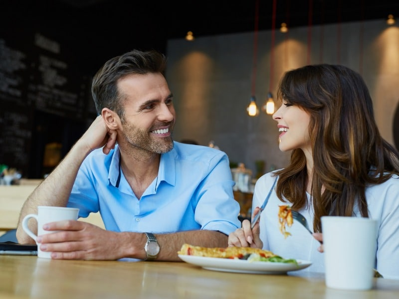 Jakie oznaki nowej znajomości świadczą o tym, że facet jest w porządku?