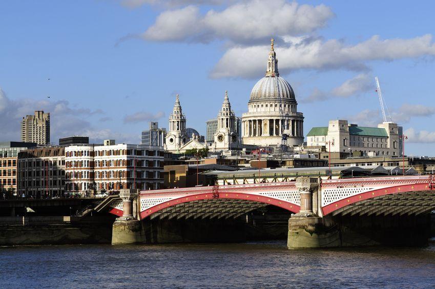 Most zasilany słońcem