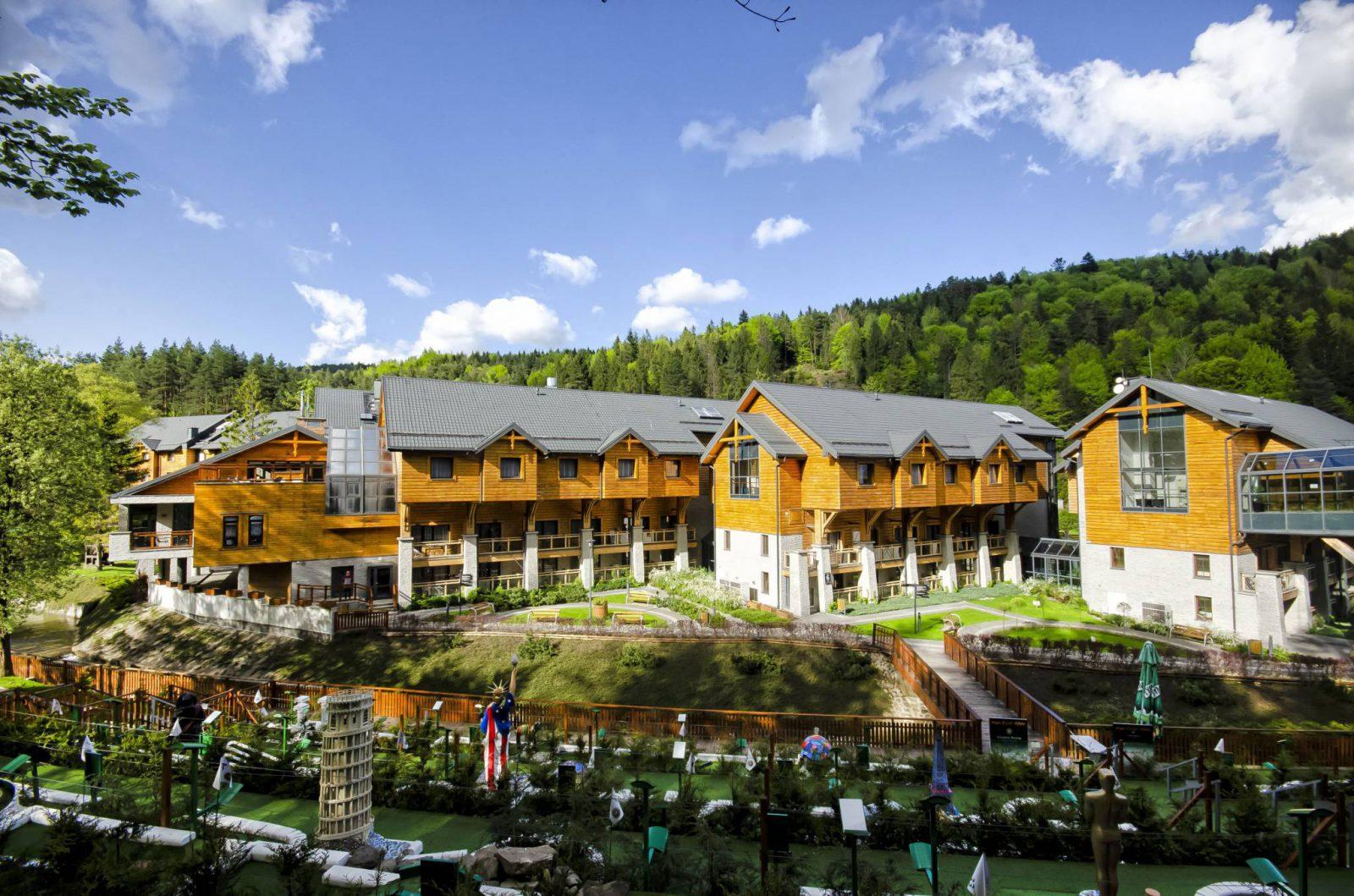 Widok Hotelu Czarny Potok w Krynicy Górskiej (Fot. materiały prasowe)