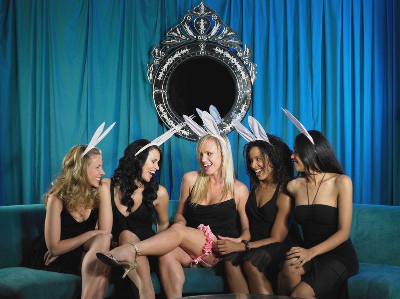 Wieczory panieńskie: Seksowne panny się bawią