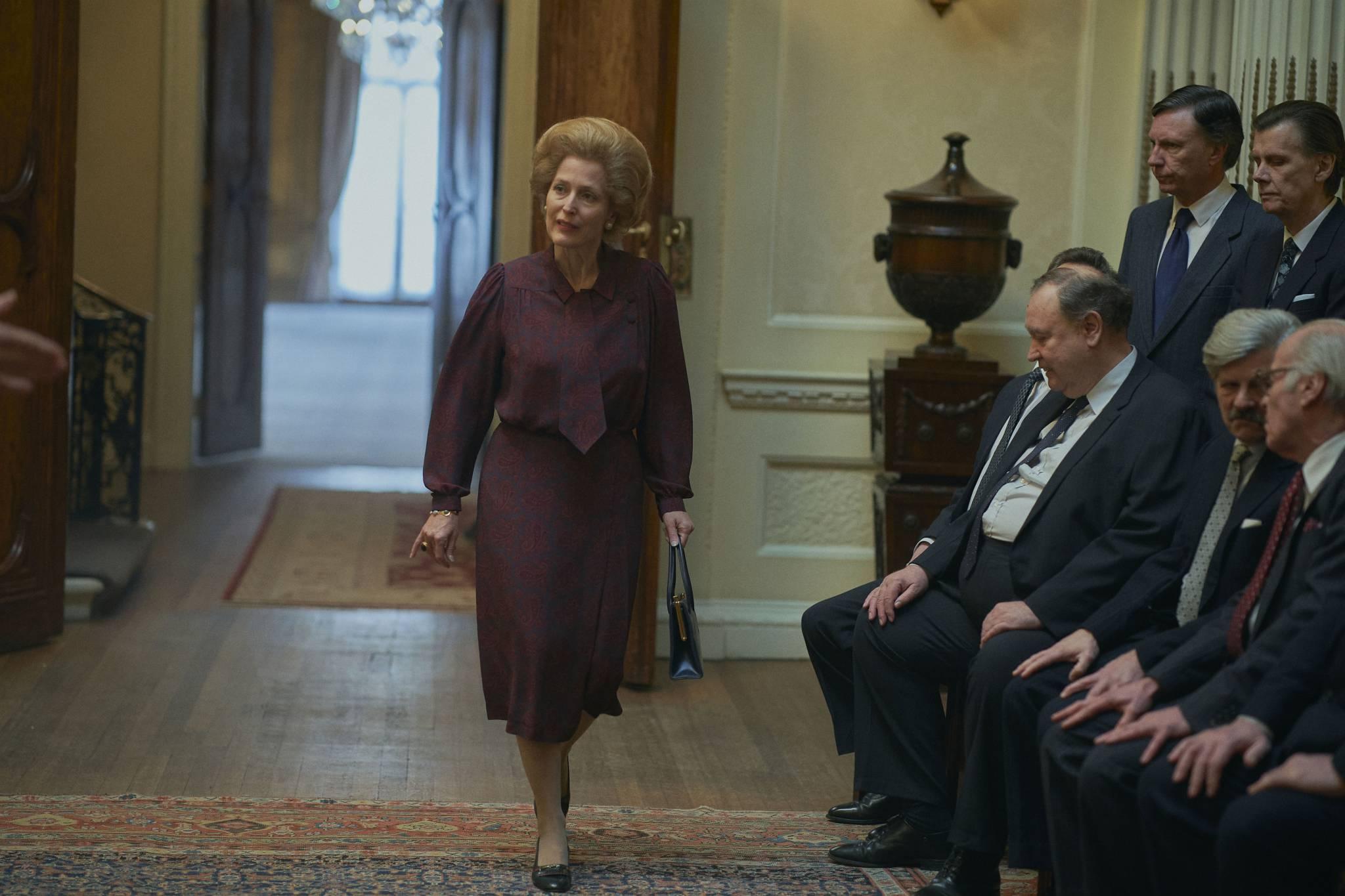 """Kostiumy z serialów """"The Crown"""" i """"Gambit królowej"""""""