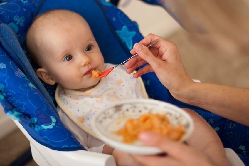 Co powinien jeść niemowlak?