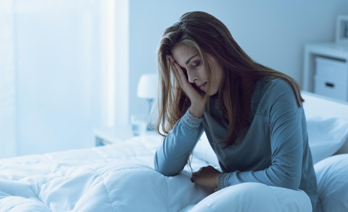 Brak snu - skutki oraz objawy. Jak sobie z nim radzić?