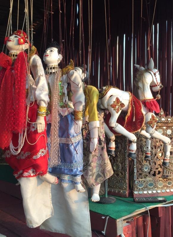 4. Marionetki używane w tradycyjnych przedstawieniach