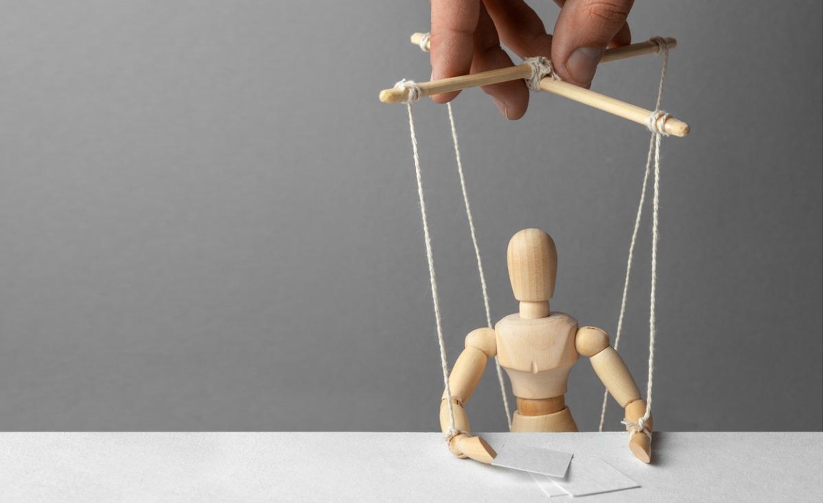 Ludzką podatność na manipulację komentuje Kevin Dutton, autor książki Zaklinanie umysłu