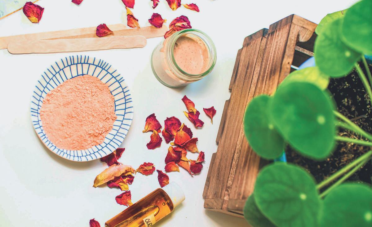 Domowe kosmetyki - jak je zrobić? Oto praktyczne wskazówki