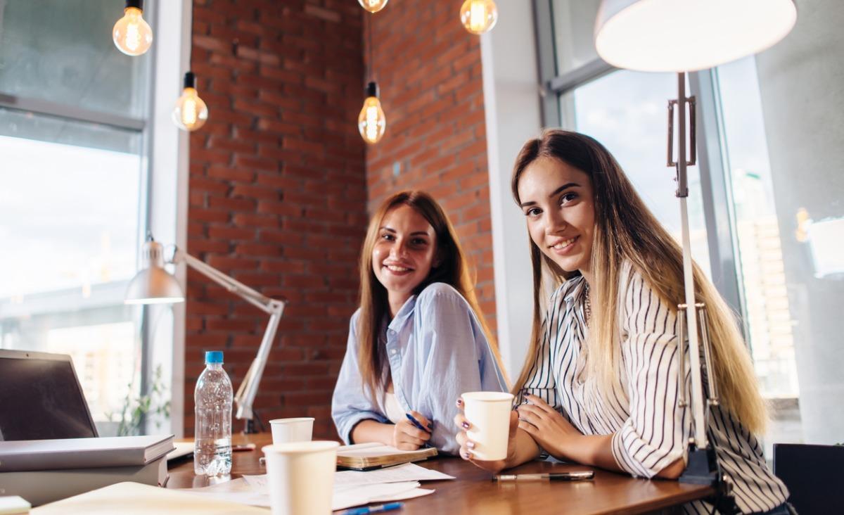 Praca z przyjaciółką - jak z sojuszniczek nie stać się rywalkami?