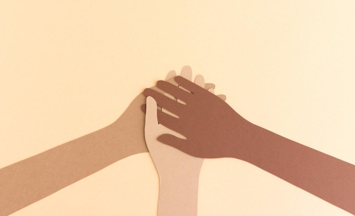 Radość z różnorodności: jak otworzyć się na innych ludzi?