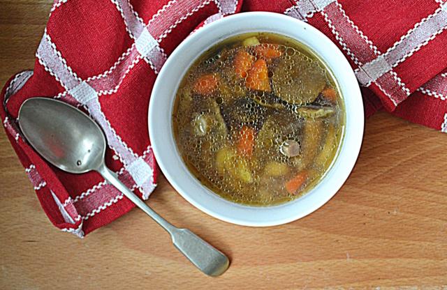 Zupa podwójnie gęsia za kuchennymi drzwiami
