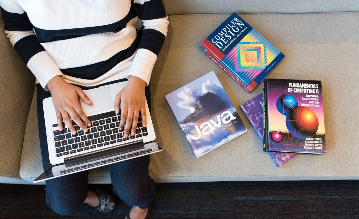 Kobiety w branży IT: czy płeć piękna podbije informatyczny świat?