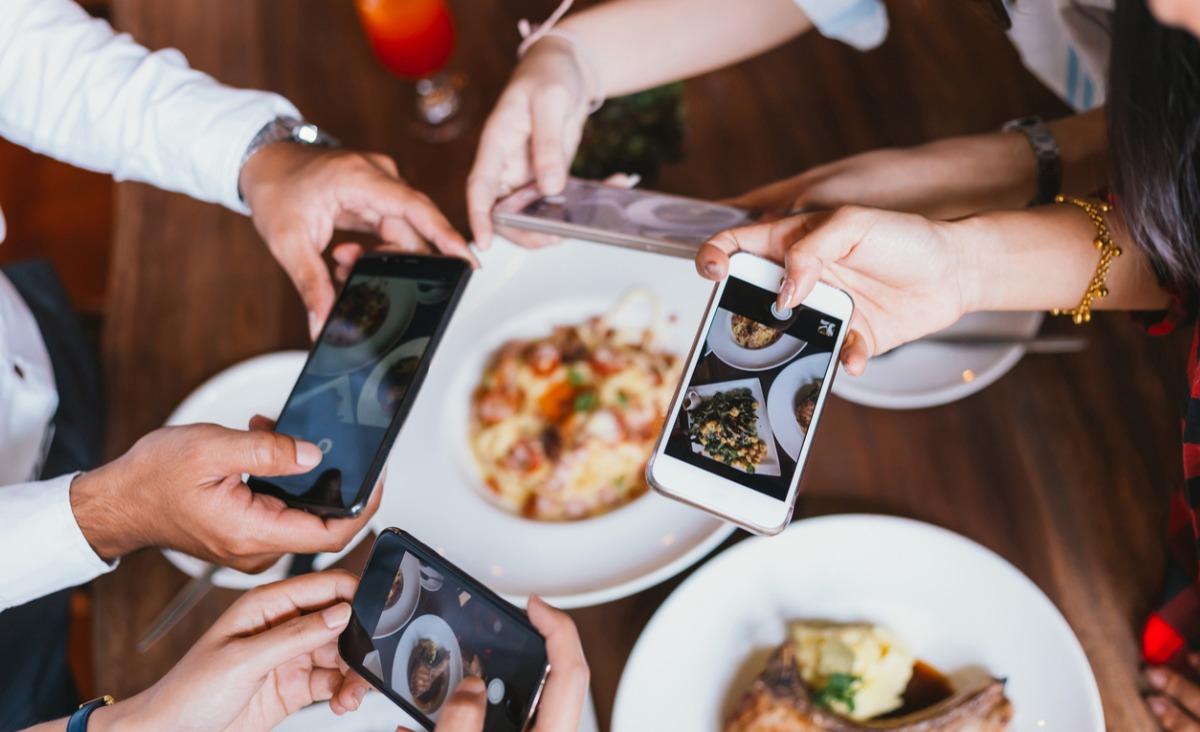 Czy nowe technologie zmieniają relacje międzyludzkie?