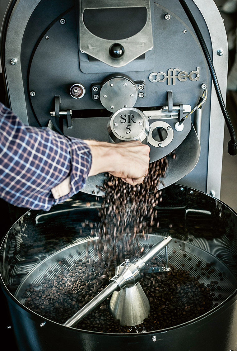 Czarna fala - kto stoi za kawą, którą pijesz?