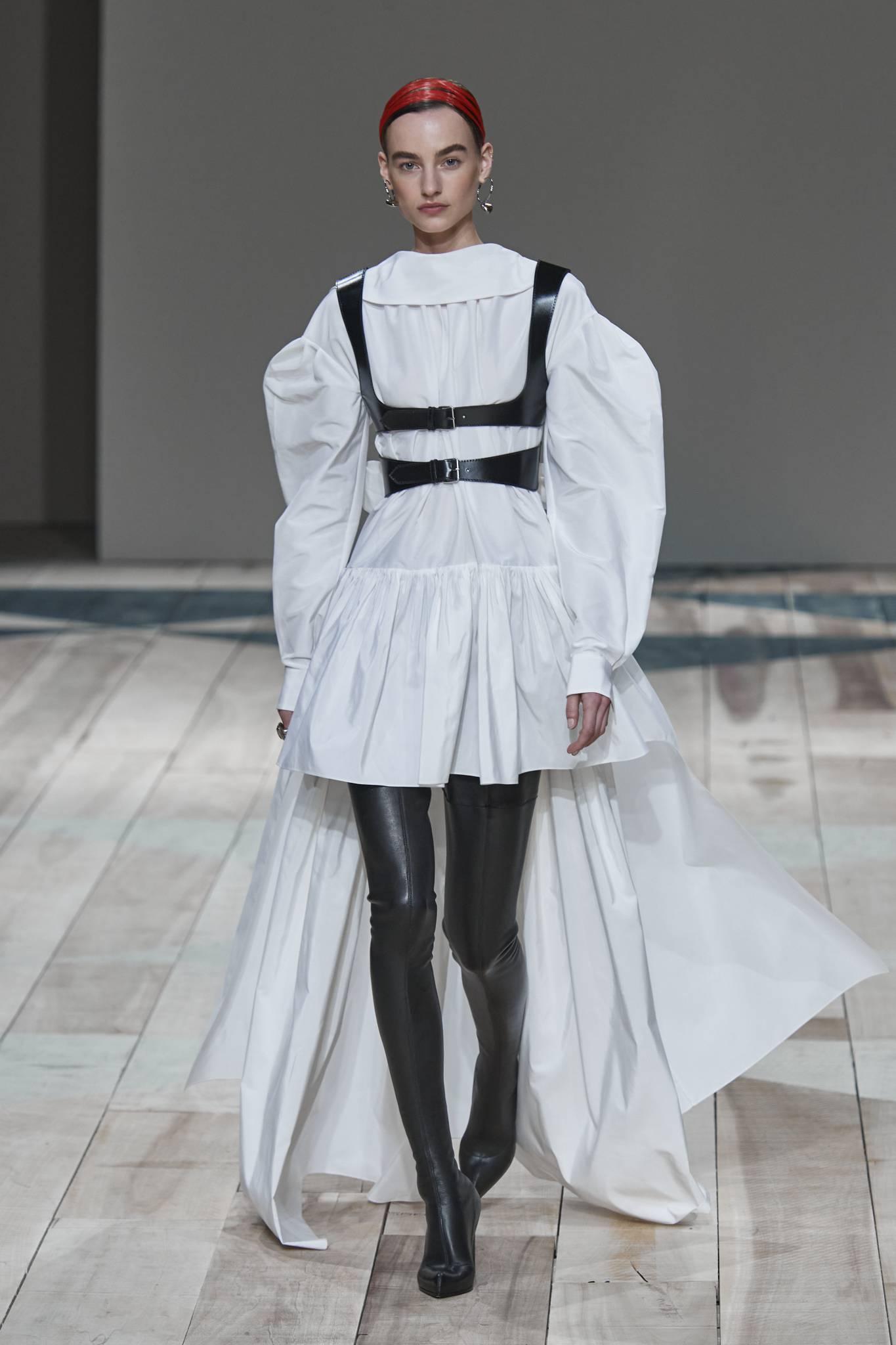Kozaki muszkieterki - stylizacje.Do czego nosić tak, by podkreślić atuty sylwetki?