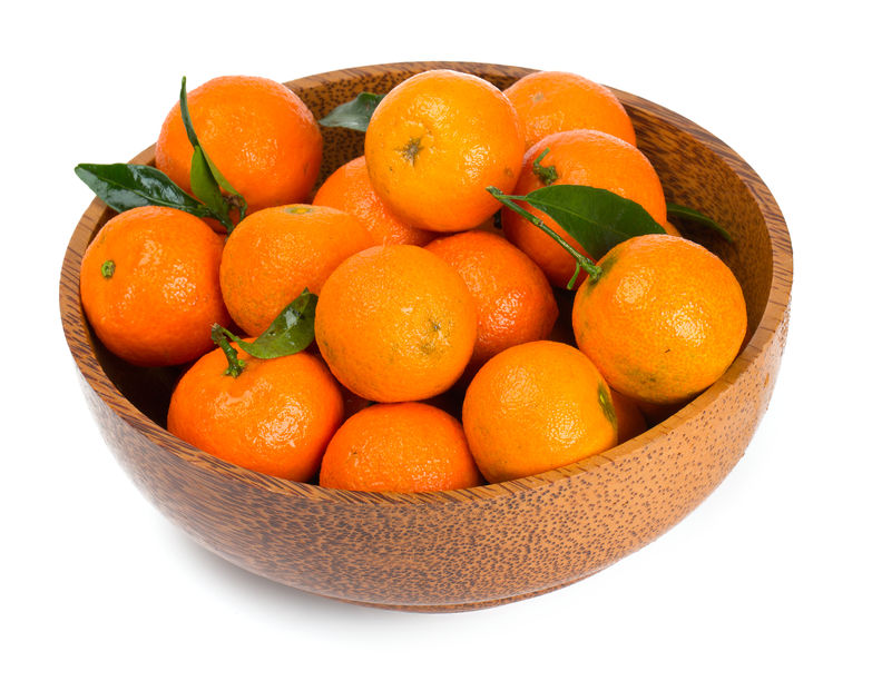 Kulinarne podróże z pomarańczami. Włoska sałatka z pomarańczy, czerwonej cebuli i orzechów