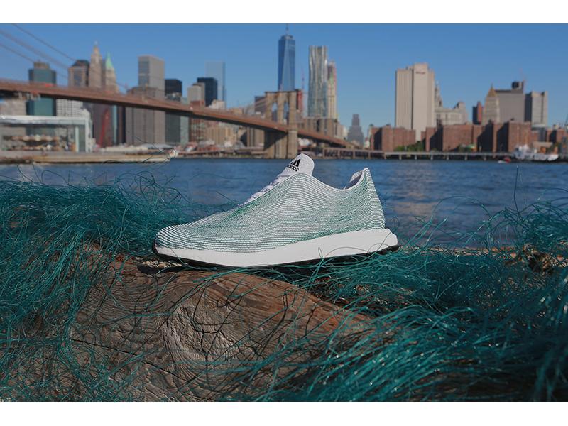 Adidasy z wyłowionych sieci rybackich