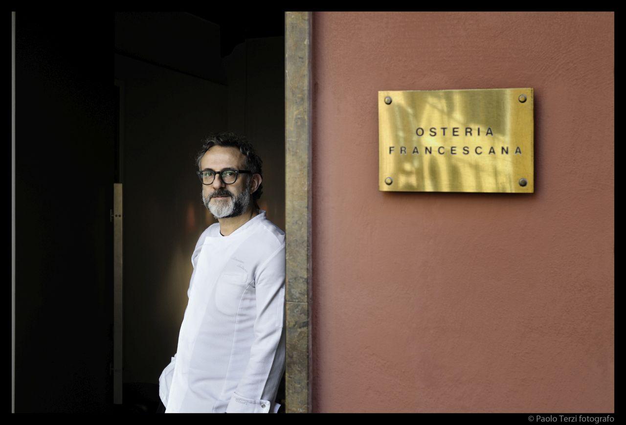 Massimo Bottura, podróżując po świecie, rozwija projekt Food for Soul (Fot. Paolo Terzi)