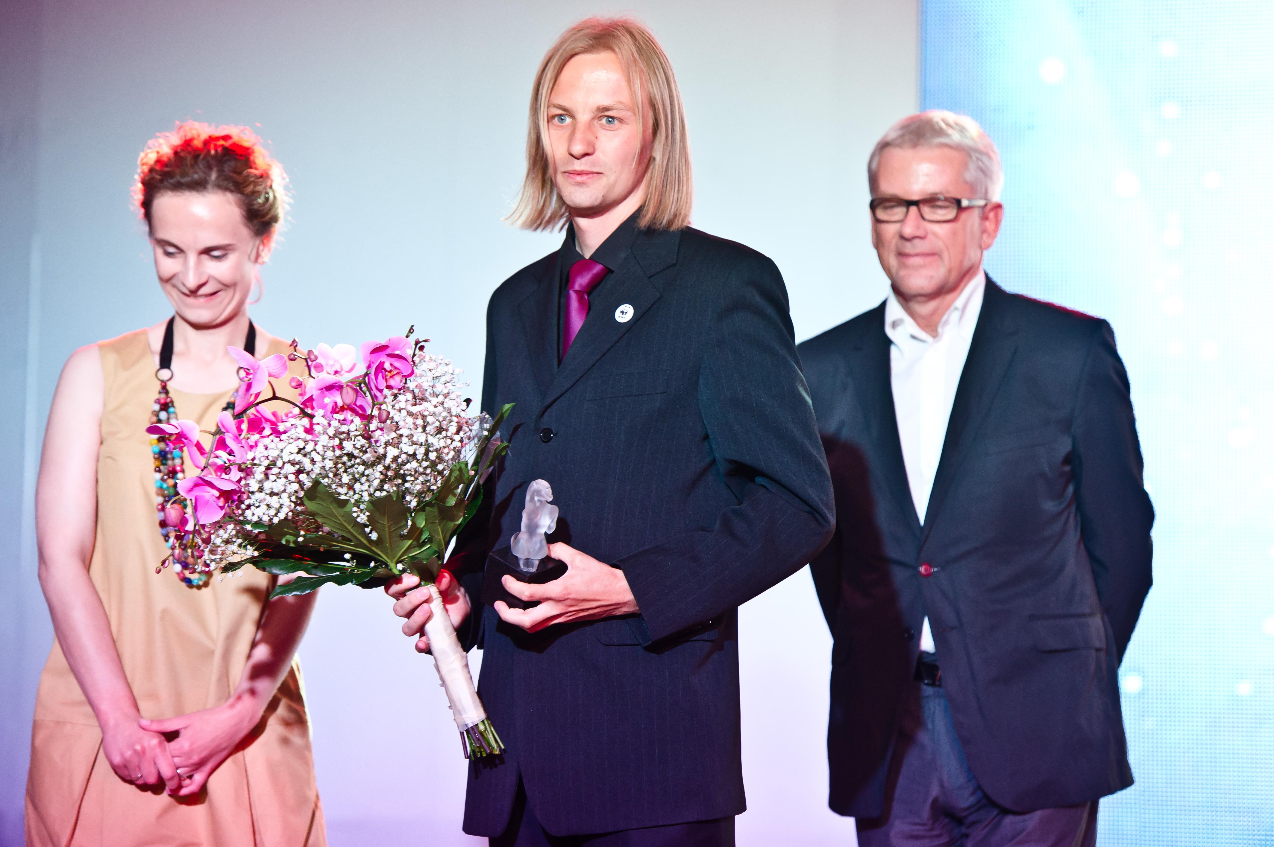Archiwum Zwierciadło / Konrad Wrzecionkowski odbiera nagrodę