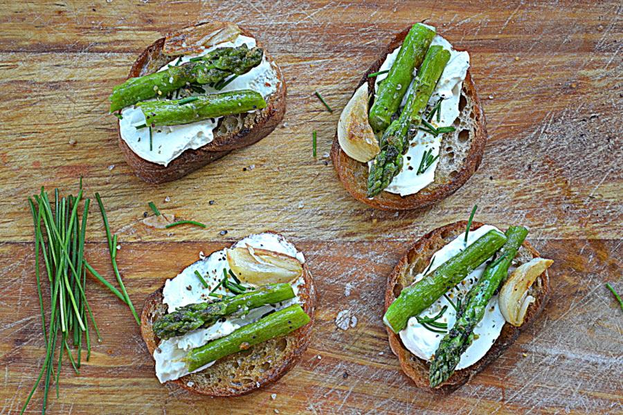 Szparagi za kuchennymi drzwiami
