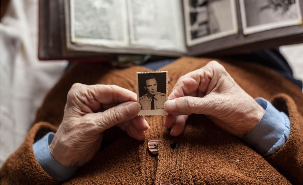 Każda tęsknota ma sens - o trudnych i bolesnych uczuciach mówi Wojciech Eichelberger