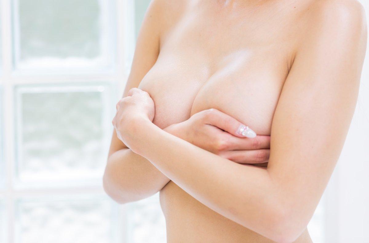 Jędrny i kształtny biust? Krem ujędrniający do piersi FRASHE
