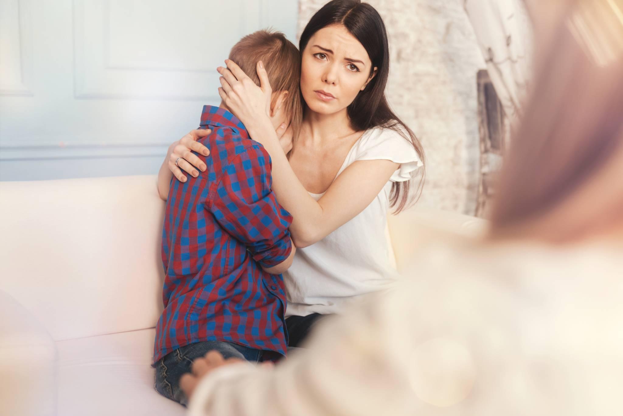 Trudne rozmowy: Jak rozmawiać z dzieckiem o śmierci bliskich?