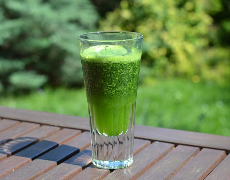 Zielony natkowy napój