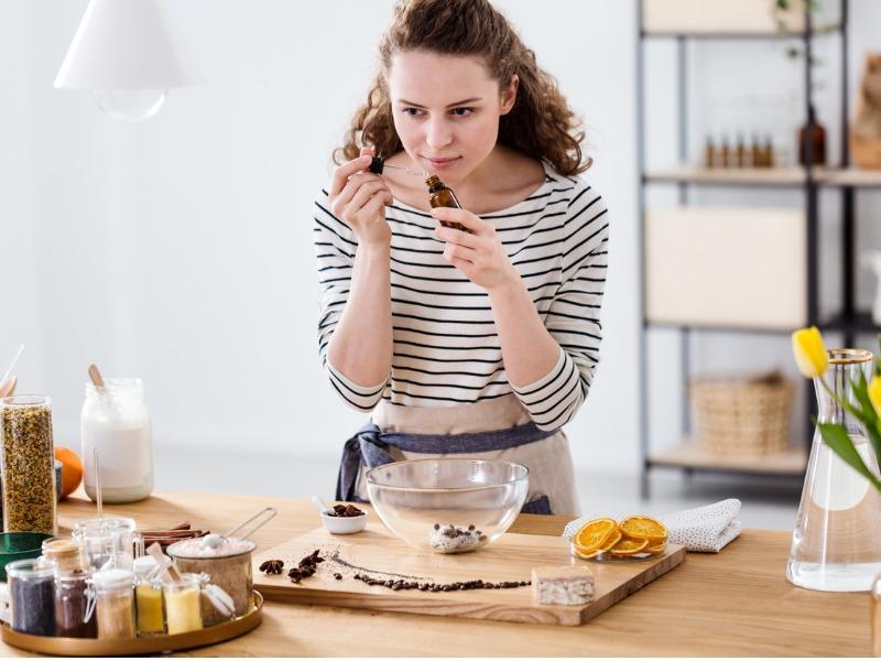 Terapia zapachami. Jak wyleczyć się pachnidłami?