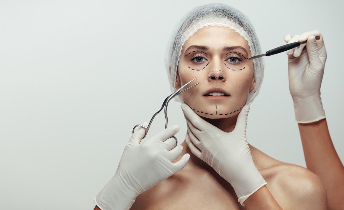 Kompleksy, próżność, zdrowie - co nas popycha do operacji plastycznych?