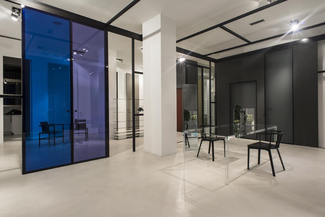 Szklane ściany we wnętrzach