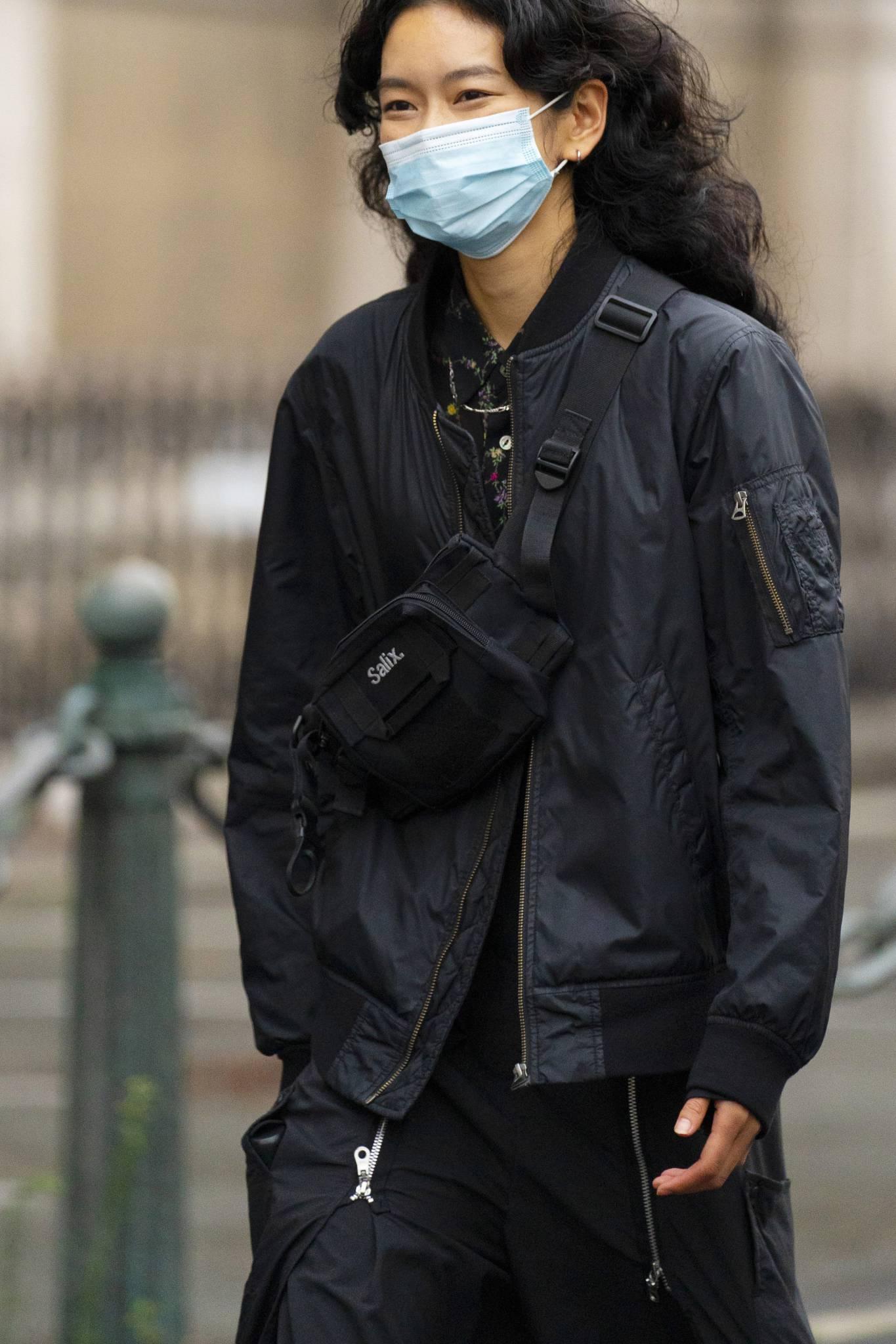 Nerka damska - stylizacje. Jak nosić saszetkę typu nerka?