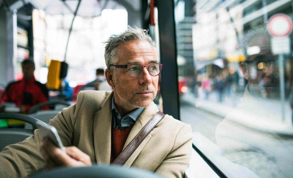 Kryzys wieku średniego u mężczyzn - na czym polega? Rozmowa z psychoterapeutą Benedyktem Peczko