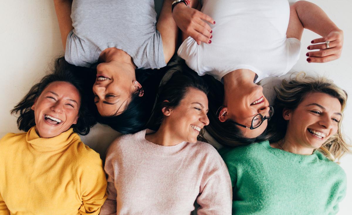Wewnętrzna siła i moc – jaki wpływ mają relacje z innymi kobietami?