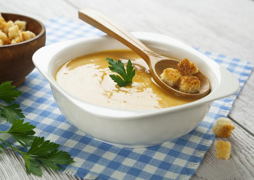 Zimowe zupy. Krem z bobiku z grzankami