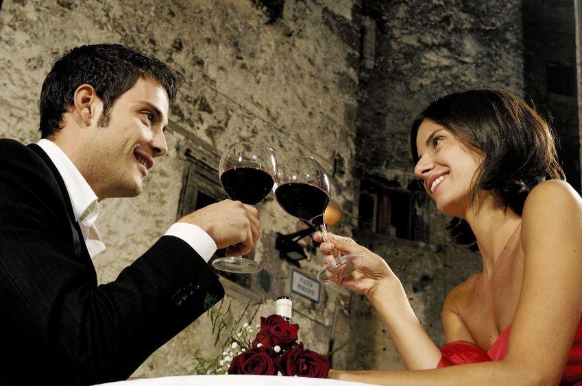 Biżuteria czy romantyczna kolacja? - co lepsze dla związku