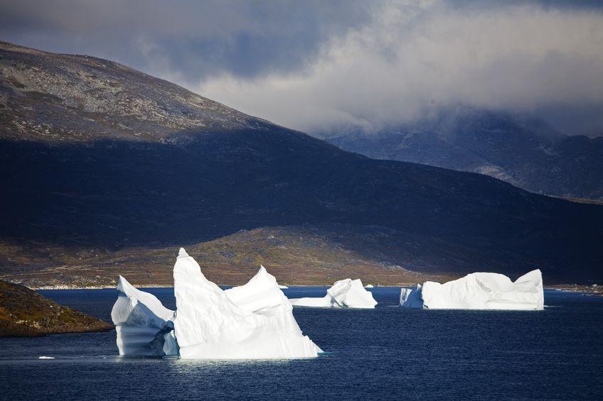 123RF.com / Icebergs, Wyspa Qoornoq, prowincji Kitaa, południowej Grenlandii, Królestwo Danii