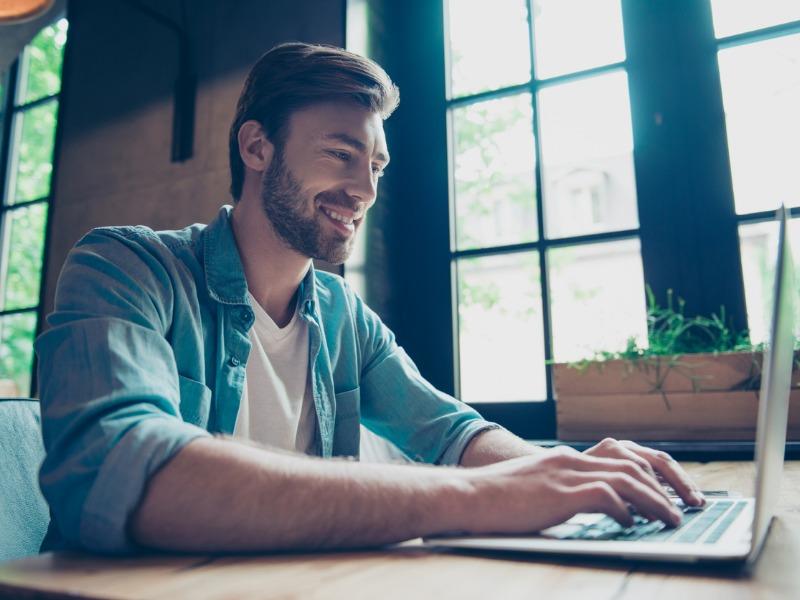 Internet ukradł mi kochanka! Jak radzić sobie z uzależnieniem od cyberseksu?