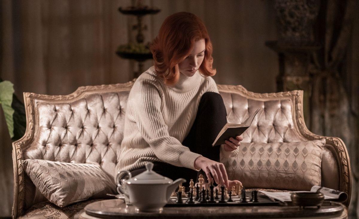 """Szachy przechodzą swój renesans. Czy to efekt """"Gambitu królowej""""?"""