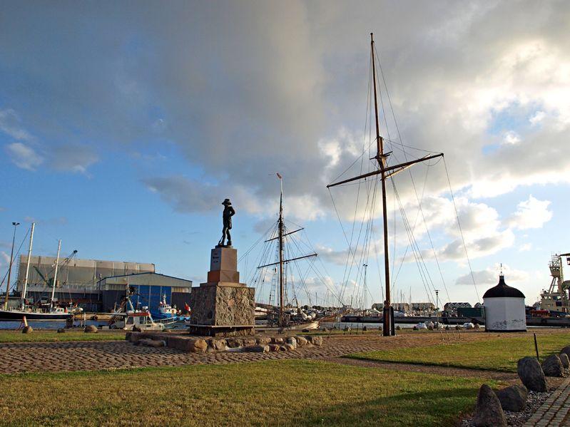 123RF.com / Fionia główny plac miasta portowego Assens