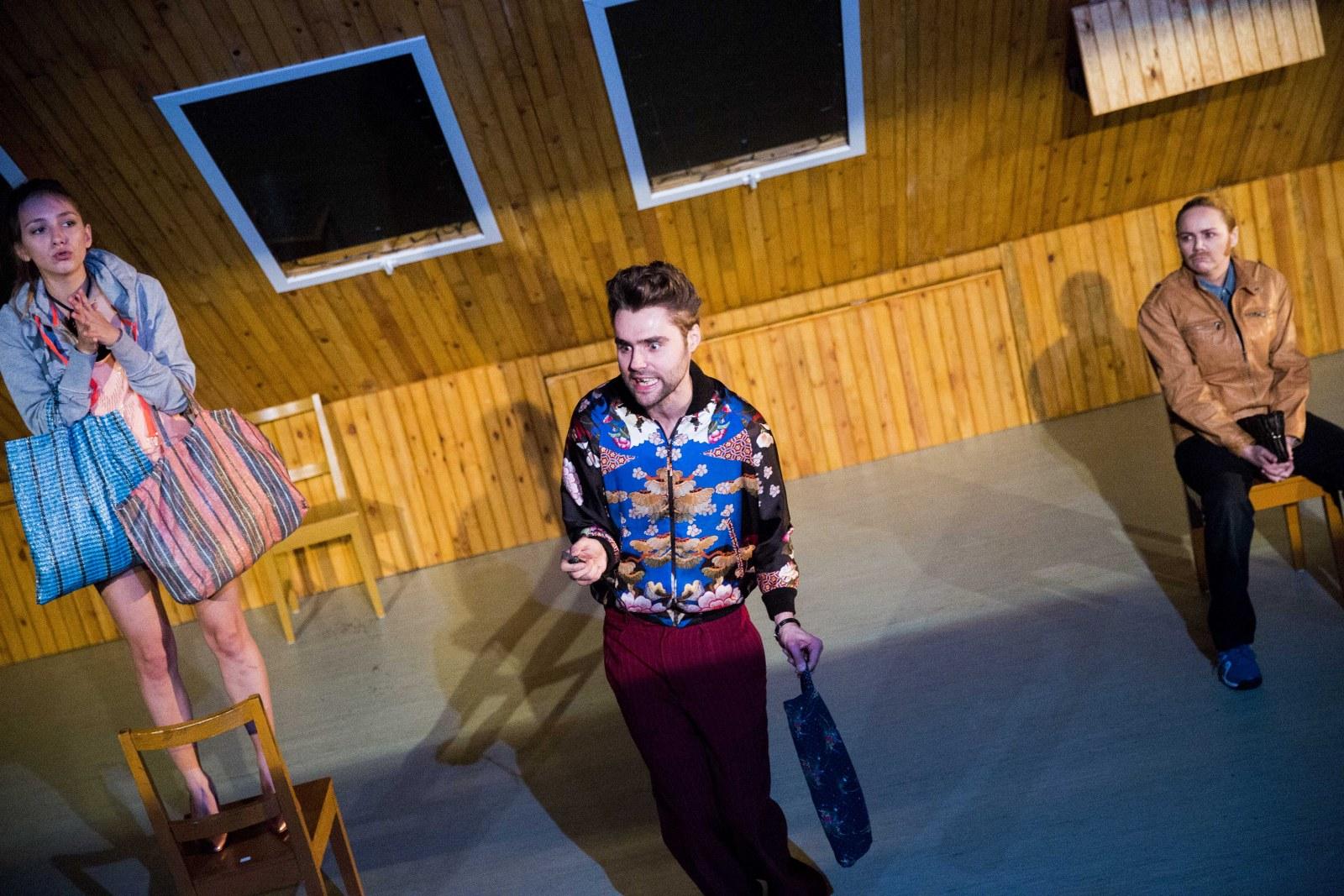 Dwoje biednych Rumunów mówiących po polsku w Teatrze Studio